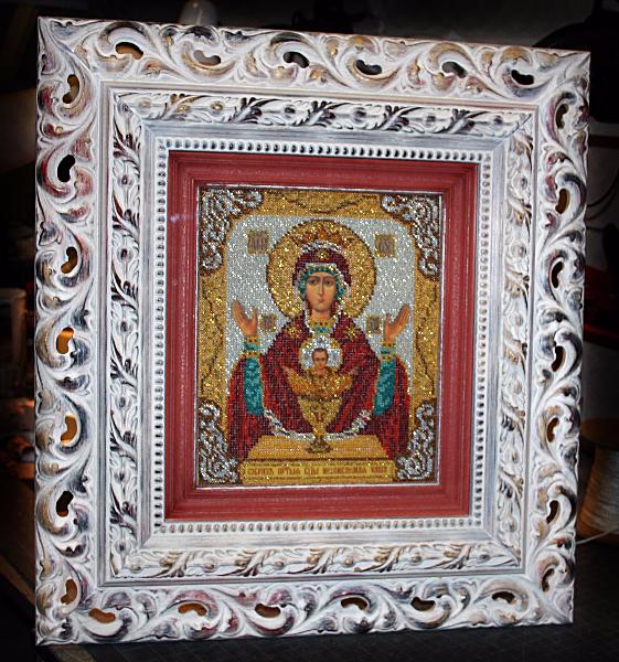 Икона из бисера в двойном багете с музейным безбликовым стеклом с резным итальянским багетом