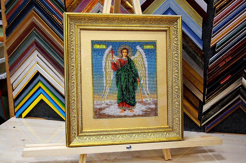Вышивка икона бисером с золотым паспарту в пластиковом багете