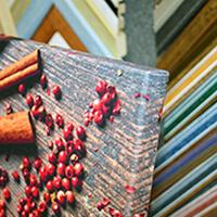 галерейная натяжка холста на подрамник в багетной мастерской