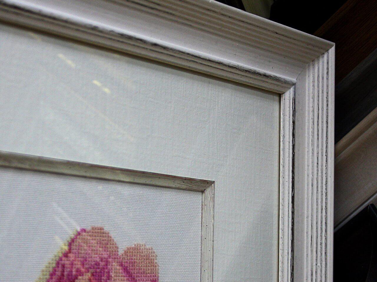 Вышивка с текстурным паспарту, деревянным кантом Lira Чехия и багетом из дерева производства Италия